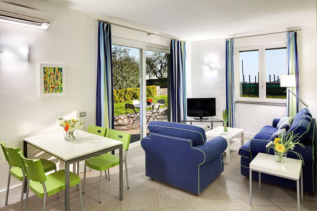 bright apartment with garden and wifi